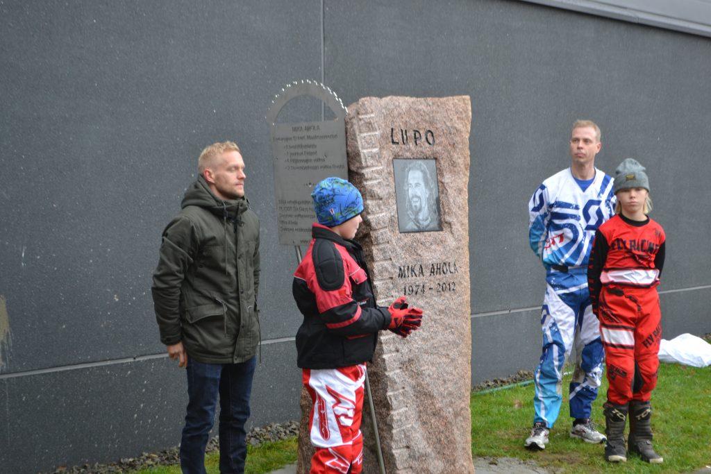 Enduro legenda Mika Ahola sai muistomerkin