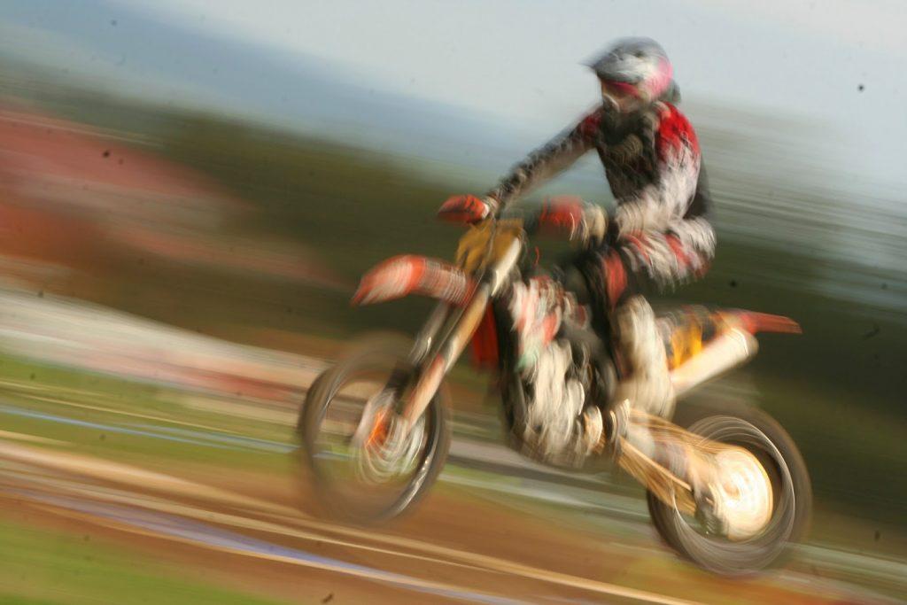 Enduro ja motocross harrastus vakuutusmaksujen kiroissa